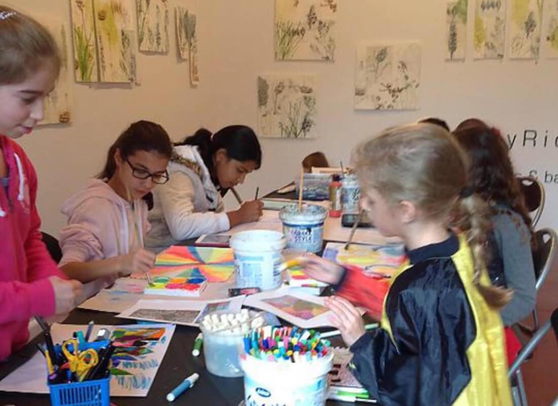 Artmaniakidsart Art school